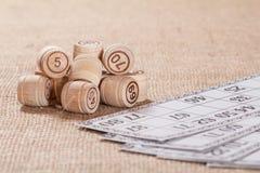 Gry planszowa loteryjka na parciaku Drewniane loteryjek baryłki ca i gra Fotografia Royalty Free