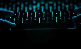 Gry - tekst na iluminującej komputerowej klawiaturze przy nocą Obrazy Royalty Free