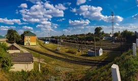 Gryazi, Россия - 12-ое августа 2018 Груз сортируя железнодорожный вокзал Gryazi-Волгоград юговосточной железной дороги Стоковая Фотография