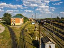 Gryazi, Россия - 12-ое августа 2018 перевозка сортируя железную дорогу Gryazi-Волгограда железнодорожного вокзала юговосточную Стоковое Фото