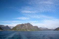 Gryllefjorden y Torskefjorden, Senja, Noruega Imágenes de archivo libres de regalías