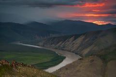 Gryning över floden Indigirka Arkivfoto
