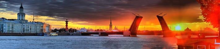 Gryning över St Petersburg Arkivfoto
