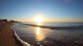 Gryning för morgon för soluppgånggryningsol på havet stock video