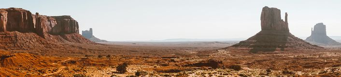 Gryning i dalen av monument, Utah, USA Naturligt parkerar av Nordamerika Arkivbilder