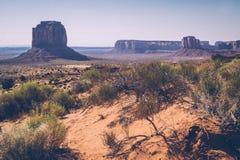 Gryning i monumentdalen, Utah, USA Arkivfoto