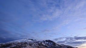 Gryning ovanför vulkan Etna. Sicilien Italien. Tid L lager videofilmer