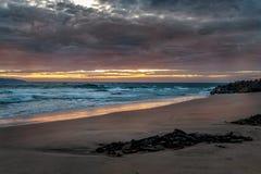 Gryning på den Opollo fjärden, stor havväg, Victoria, Australien royaltyfri fotografi