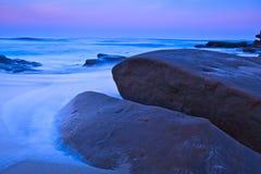 Gryning på den Windansea stranden Royaltyfri Bild