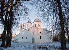 Gryning på domkyrkan av St John det baptistiskt i Pskov Arkivfoto