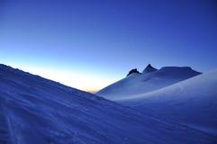 Gryning på hög höjd i schweizaren Wallis Alps Arkivfoto