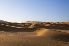 Gryning som bryter över Sanddyner Royaltyfria Bilder