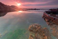 Gryningen av den steniga kusten Royaltyfri Foto