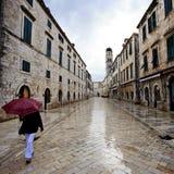 Gryningpendlingssträcka i Dubrovnik Arkivfoto