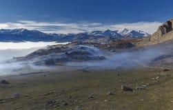 Gryz wioska zakrywa lodowatą mgłę fotografia stock