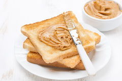 Grzanka z masłem orzechowym Zdjęcia Royalty Free