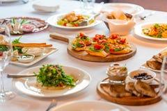 grzanka z mięsem i warzywami zdjęcie royalty free