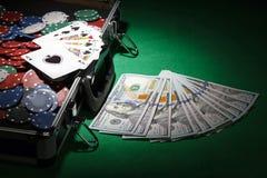 Grzebaków układ scalony i dolarowi rachunki Obrazy Stock