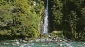 Grzmot zatoczki siklawa, Mt Aspiruje parka narodowego, Haast przepustka, Południowa wyspa, Nowa Zelandia zbiory