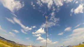 GSM antena na niebieskiego nieba tle zbiory