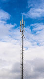 GSM/GMTS transmissietoren in blauwe hemel Stock Fotografie