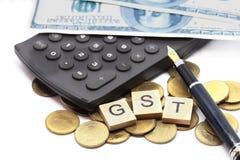 GST的词在木字母表块的在计算器 免版税库存图片