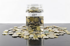 GST-EINSPARUNGEN IN EINEM GLAS Stockfoto