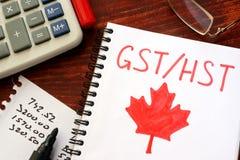 GST, HST pisać w notatce/ Zdjęcie Royalty Free