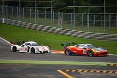 GT öppna Ferrari 458 italia och radikal RXC V8 GT3 på Monza Arkivfoton