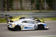GT italiana ahueca el ¡n de Lamborghini Huracà que compite con en Monza Imagen de archivo libre de regalías