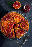 Gâteau à l'envers d'orange sanguine Photographie stock libre de droits