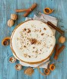 Gâteau à la carotte fait maison entier Photos stock
