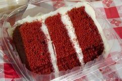 Gâteau rouge de velours Photographie stock libre de droits