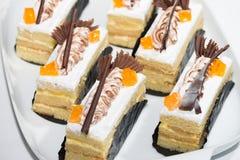 Gâteaux découpés en tranches par vanille Photos libres de droits