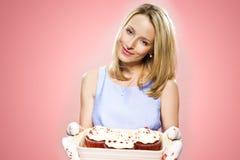 Gâteaux de participation de femme Image stock