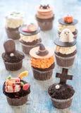Gâteaux de tasse de Halloween Images libres de droits