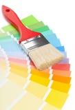Guía de la carta de color con el cepillo Fotos de archivo