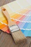 Guía de la carta de color con el cepillo Imagen de archivo
