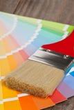 Guía de la carta de color con el cepillo Foto de archivo libre de regalías