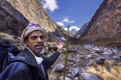 Guía del Nepali en el anapurna del valle del khola del modi Fotografía de archivo
