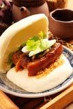 Gua Bao (Gestoomde sandwich) stock afbeeldingen