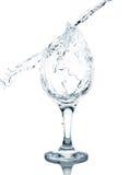 Água de derramamento no vidro Fotografia de Stock Royalty Free