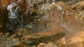Água de mola quente no mar video estoque