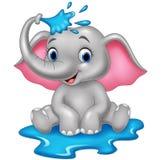 Água de pulverização do elefante engraçado dos desenhos animados Fotos de Stock Royalty Free