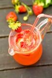 Água fresca com morango Imagens de Stock Royalty Free