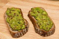 Guacamole με το ψωμί στοκ φωτογραφίες με δικαίωμα ελεύθερης χρήσης