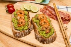Guacamole με το ψωμί στοκ εικόνες