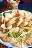 Guacamole avec le tacos images stock