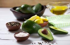 Guacamole do abacate e do molho dos ingredientes Foco seletivo Imagem de Stock