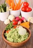 Guacamole en groenten Royalty-vrije Stock Afbeeldingen